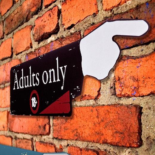 Placa de Madeira Adults Only 18